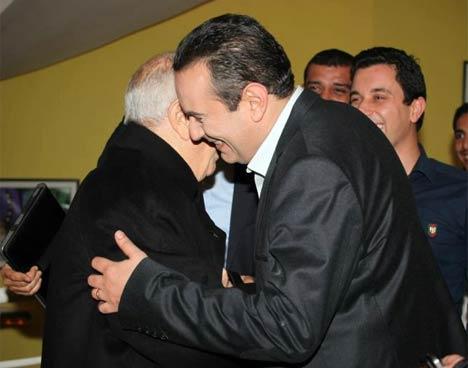 Caid Essebsi dans les bras de Ben Gharbia
