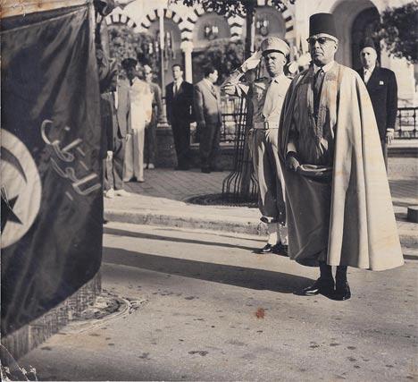 Habib Bourguiba en burnous