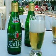 etude marché de la bière Le march de la bi re poursuit sa valorisation communication, conditionnement, nouvelles recettes le mix-marketing des acteurs heineken vs kronenbourg le match pour la 1 re place le.
